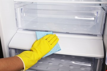 Refrigerator leaking water